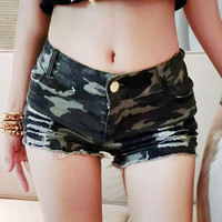 Camouflage Buckle Waist Frayed Shorts