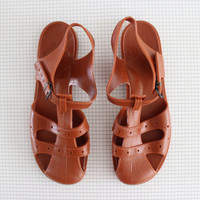 vintage brown jellies / 80s plastic jelly shoes / teen girl beach sandals size 5-6