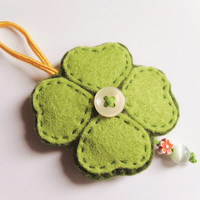 Clover felt ornament, green wall decor with white button and beads