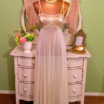 70s Lace Nightgown, 1970s Vanity Fair Nightie, Sheer Peignoir, Vintage Nightdress, Buttercream Delight, Romantic Lingerie, Gorgeous Sz Small