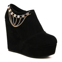 Black Pumps With Chain and Rhinestones Design
