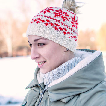 White ladies hat, Messy bun beanie, Winter hat with ponytail hole, Beanie hat for women, Knit messy bun hat, Ponytail beanie, Hat for bun