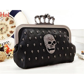 Hot Punk Vintage Skull Purse Black Knuckle Ring Handbag Women Rivets Skulls Clutches Evening Bag Shoulder Chain Bolsas 2016 3191