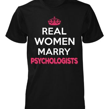 Real Women Marry Psychologists. Cool Gift - Unisex Tshirt