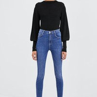 HI-RISE STRAIGHT JEANS