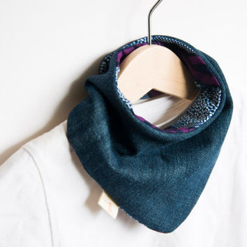 Baby scarf | Bandana teething bib | Reversible | Denim - African fabric | Baby shower gift | 100% cotton. Batik print Blue and plum