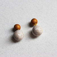 Gauge golden studs Double pearl earring Marble and golden beads Contemporary studs Statement pieces Modern asymmetric jewelry