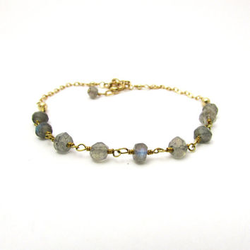 Labradorite bracelet, gold labradorite jewelry, gray gemstone bracelet, delicate jewelry, gray beaded bracelet, gold bohemian jewelry