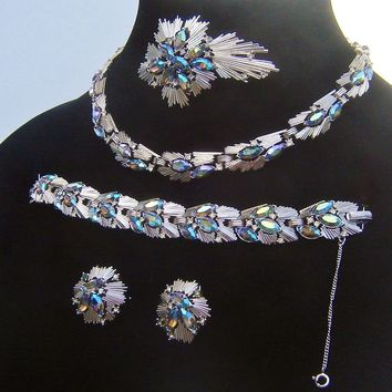 Vintage Trifari Atomic Rhinestone Necklace Bracelet Brooch Earrings Electric Blue Book Cover Set