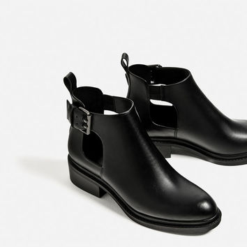 FLAT OPEN ANKLE BOOTS DETAILS