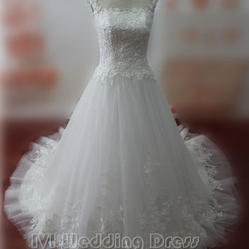 Real Samples Jewelry Neckline Wedding Dress with Lace Chapel Train Bridal Gown with Appliques Zipper Closure Wedding Gown with Buttons