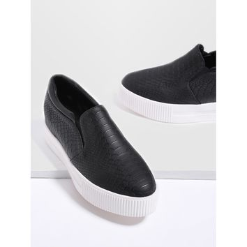 Black Crocodile Pattern Flatform Sneakers