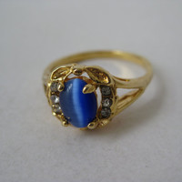 Blue with Sparkle in Gold -  vintage ring - size 9