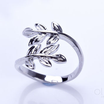 """Silver leaf ring, Laurel Leaves Ring, Adjustable Ring, delicate Ring, simple Ring, Everyday Ring, silver ring, Gift Jewelry, """"Sithnides"""""""