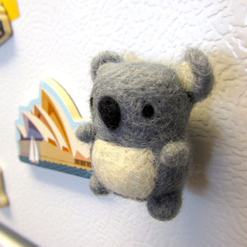 Needle Felted Koala Magnet, Needle felted animals, Koala bear, Felt koala, Koala ornament, Cute magnets, Felt magnets, Wool Koala, Wool Bear