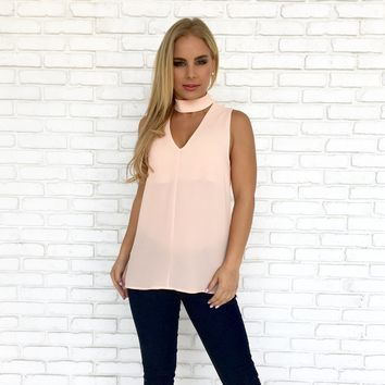 Choker & Collared Sleeveless Blouse In Pink