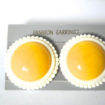 Vintage Button Earrings,Yellow and White Earrings, Vintage Earrings, Post Earrings, Big Round Earrings, Hong Kong Earrings,60s Mod Jewelry,