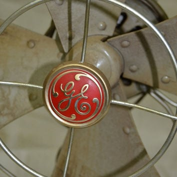 Vintage General Electric table top fan.