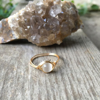 Ring, wire ring, gold ring, gold wire ring, glass bead ring, glass ring, cats eye ring, simple ring, minimalist ring, gold milimalist ring