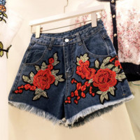 Embroidery red roses denim shorts