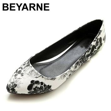 BEYARNE New Women Leather Flats High Quality Chinese Style Flower Casual Pointy Toe Basic Ballerina Ballet Flat Slip On Shoes