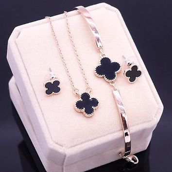Fashionable four-leaf clover necklace chain bracelet with chain bracelet with three pieces set accessories