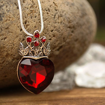 Descendants Inspired Evie Necklace, Queen Of Hearts, Red Heart w Crown Necklace, OUAT, Evie Inspired Disney Descendants Necklace, Evil Queen