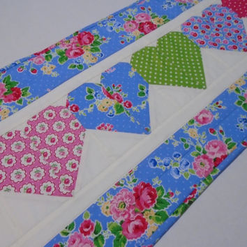 Quilted Table Runner, Floral Table Runner, Quilted Table Topper, Cottage Shabby Chic, Hearts, Flowers, Spring, Summer, Valentine Runner