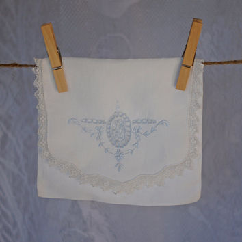 Vintage Fine Linen Hankie Keeper Handkerchief Bag Hanky Purse with Embroidered Emblem Flap and Lace Trim White and Pale Pastel Baby Blue