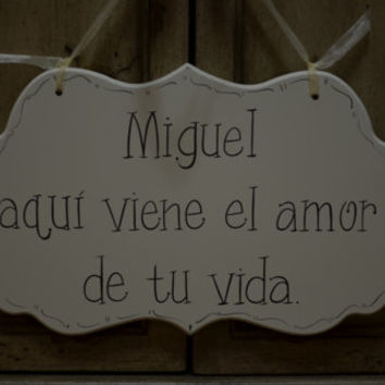 "Personalized Wedding Sign, Cottage Chic Ring Bearer / Flower Girl  Large Wedding Sign, ""Aqui viene el amor de tu vida."""