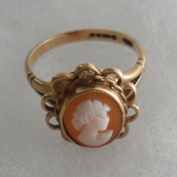 Cicra 1950s - Vintage 9 Carat Gold Raised Mount Ladies - Girls CAMEO SHELL Carved RING -Hallmarked - Great Britian -