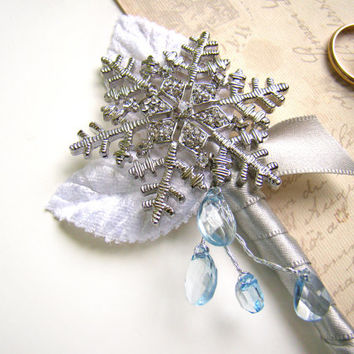 Snowflake Brooch Boutonniere, Men's Lapel Flower, Winter Wonderland Wedding, Groom's Flower, Brooch Boutonniere, White Silver Ice Blue