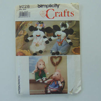 Simplicity Crafts 9228 Stuffed Cow and Pig and Clothes Sewing Pattern