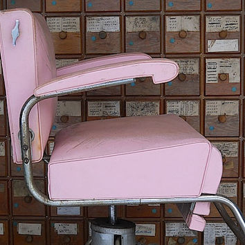 Pink Mid Century Ladies Salon Chair, Antique Barber Chair, Mid Century Modern Chair, Hydraulic Chair For Hair Salon, Rockabilly Home Decor