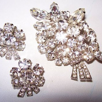Weiss Brooch & Earring Rhinestone Demi Set Ice Clear Stones Silver Metal Floral Design Vintage