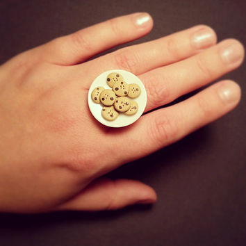 Miniature Plate of Chocolate Chip Cookies Ring