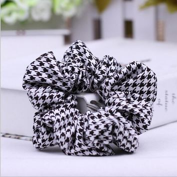 *online exclusive* houndstooth hair scrunchies