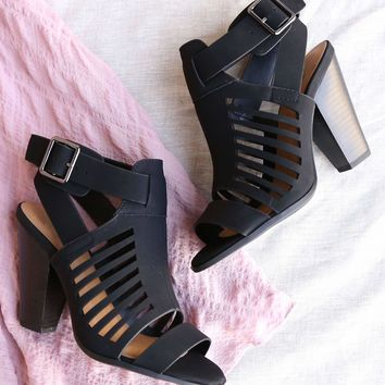 yummy and delicious cutout stacked heel sandal in black