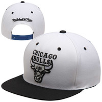 Chicago Bulls Mitchell & Ness 96 Adjustable Snapback Hat - Black/White