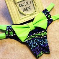 Green-Bow Contrast Cutout Bow Low-Rise Bikini Bottom