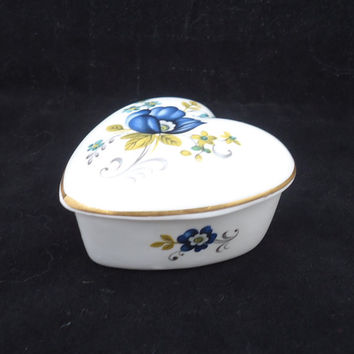 Vintage Royal Tara Heart Shaped Trinket Box, Ireland Bone China, Galway China Trinket Box, UK Seller