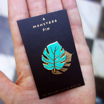 Monstera leaf enamel pin