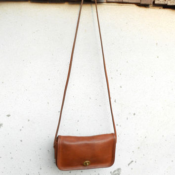 Vintage COACH F0P-9375 Leather Purse , Shoulder Bag , Crossbody Bag // Small