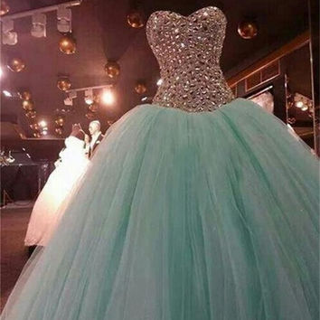 Vestidos De Sweet 15 Anos Elegant Ball Gown Long Quinceanera Dresses 2017 Pageant Dress With Crystal Tulles Formal Party Gowns