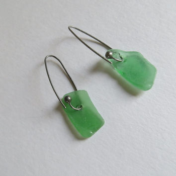 Sea glass earrings in Green and Blanc- RAW gift from the Netherlands sea for 2016