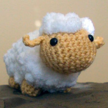 Crochet Amigurumi Fluffy Lamb - White Lamb - Toy / Gift