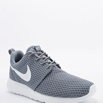 Nike Roshe Run Trainers in Cool Grey - Urban Outfitters