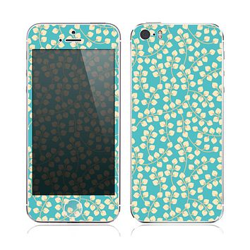 The Blue and Yellow Floral Pattern V43 Skin for the Apple iPhone 5s
