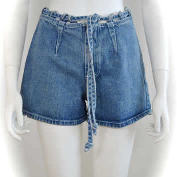 ON SALE 90s vintage denim short: high waist denim / 90s denim short / 90s grunge short / NORMCORE / denim shorts / indie denim short / 1990s