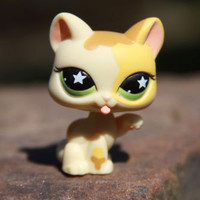 Littlest Pet Shop #832 Sassiest Yellow Paw Licking Kitten Cat